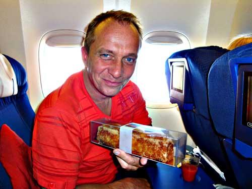 Franck Fresson célèbre pâtissier Lorrain et ses gâteaux de voyage.. déjà dans l'avion, ca commence bien....