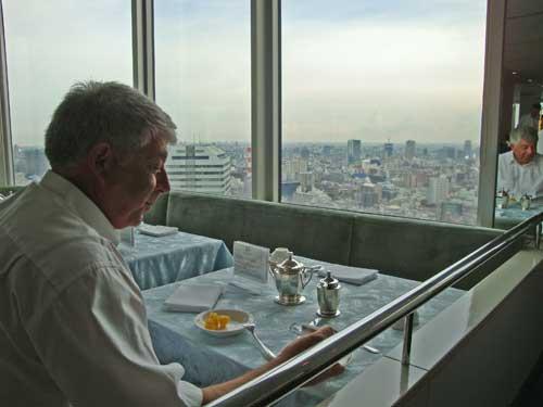 Petit déjeuner au 40e étage!!